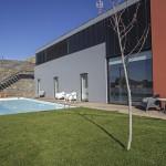 Jardim e piscina. Casa D L Cura, Genísio, Miranda do Douro, Portugal.