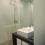 Casa de banho; suite. Casa D L Cura, Genísio, Miranda do Douro, Portugal.